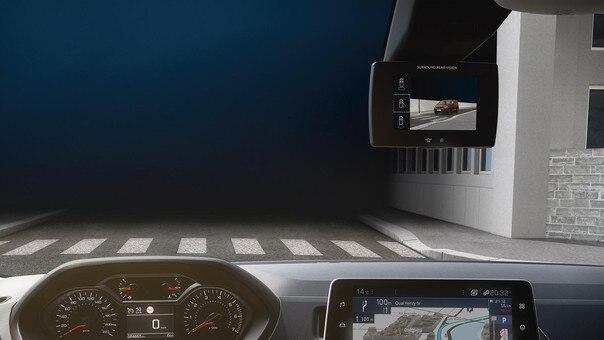 Avec le nouveau PEUGEOT Partner, bénéficiez pour la première fois au monde du Surround Rear Vision: aide à la conduite innovante améliorant votre vision en réduisant l'angle mort. ADAS