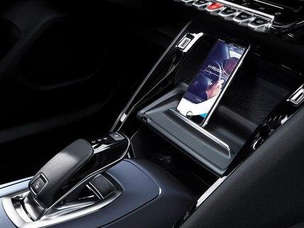Nouveau SUV PEUGEOT 2008 pour les professionnels : Recharge du smartphone sans fil, par induction magnétique