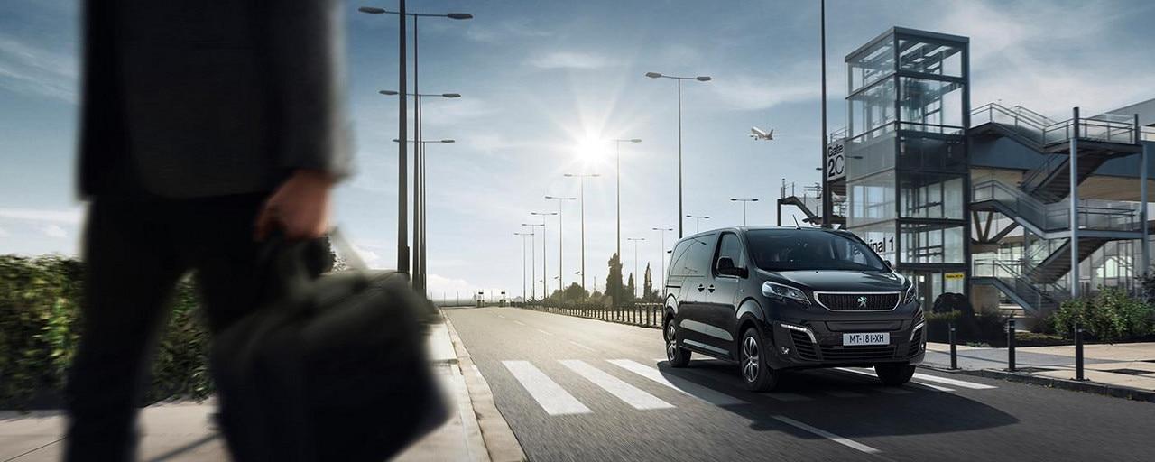 Nouveau PEUGEOT e-Traveller Business – Le van électrique haut de gamme