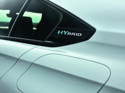 Nouvelle PEUGEOT 508 HYBRID, badge hybrid