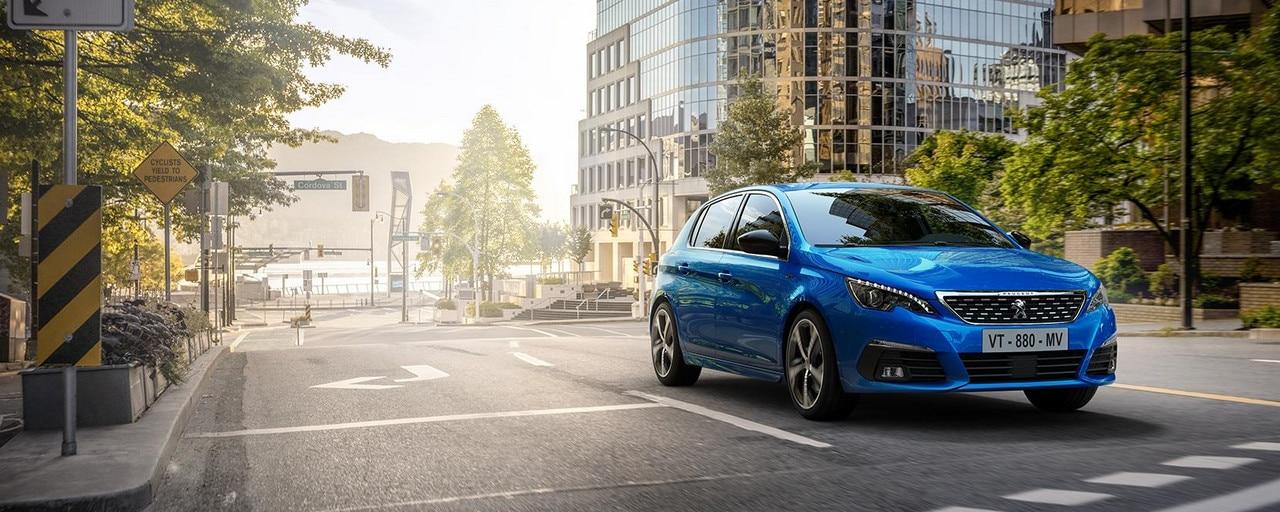 PEUGEOT 308, la berline compacte au design épuré, à l'expérience de conduite unique et à l'efficience remarquable
